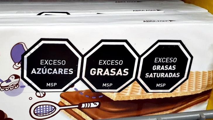 El gobierno flexibilizó las exigencias para el etiquetado frontal de alimentos, algo que beneficia «en particular a los lácteos»