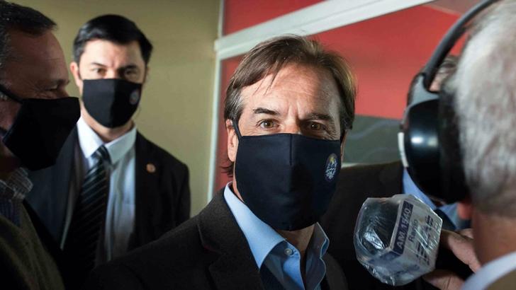 """Lacalle Pou sostuvo que Uruguay """"retrocedió algunos"""" casilleros en el combate a la pandemia"""