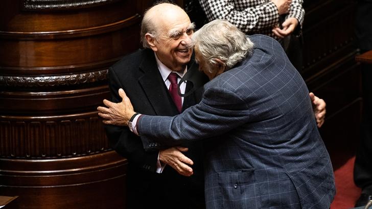 Sanguinetti y Mujica renunciaron a la Cámara de Senadores