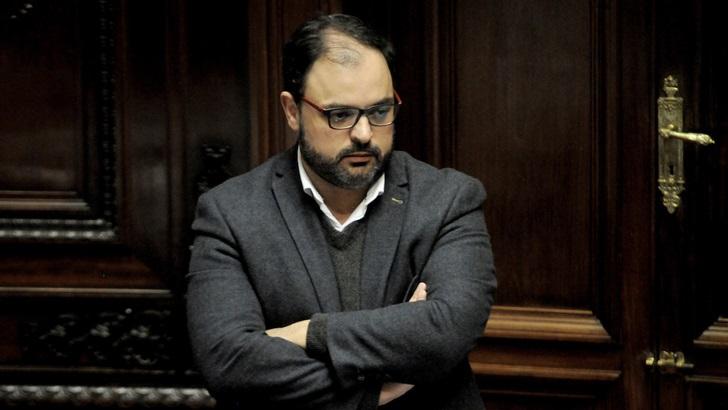 """Charles Carrera (FA) y la sesión sobre el desafuero de Manini Ríos: """"Es inadmisible la forma en que se atacó al sistema de justicia»; «todo eso se tendría que denunciar en un juzgado"""""""