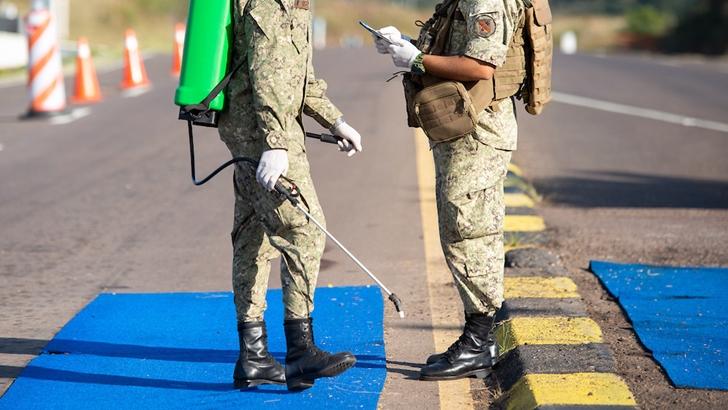 Manini Ríos propuso que el Ejército construya rutas