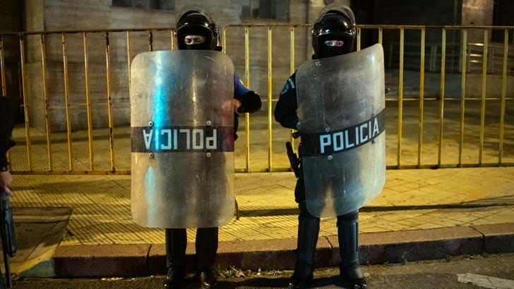 """Sindicato policial pidió """"protocolos más claros"""" para dispersar aglomeraciones"""