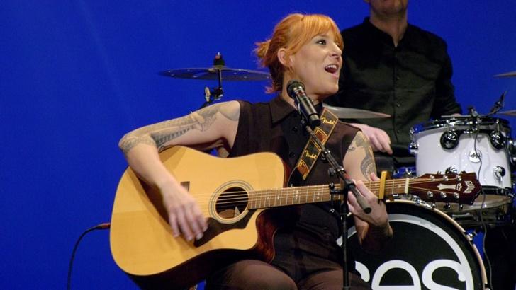 Sés, la cantante gallega mezcla tradición, poesía y reivindicación en Liberar as arterias
