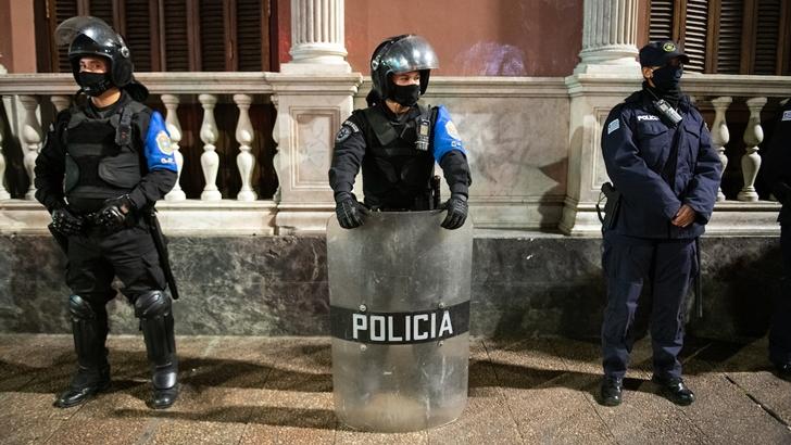Andrés Ojeda (abogado sindicato policial): Accionar de la Policía con aglomeraciones «va a ser muy similar» con la nueva ley, «la gente en su enorme mayoría colabora»