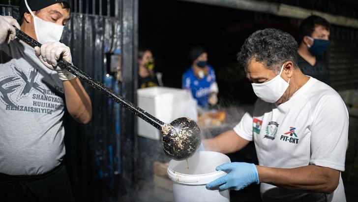 Paola Beltrán (Coordinadora Popular y Solidaria): «Además de asistir a las ollas populares, queremos pensar sobre el hecho de que estamos dando comida; ¿por qué es la solidaridad entre vecinos la que tiene que afrontar la crisis?»