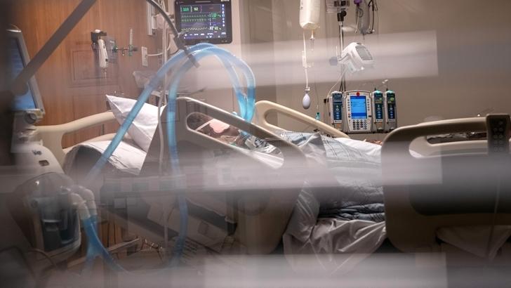 Intensivista del GACH: Cantidad de muertes por covid-19 tiene que ver con que se incrementaron camas de CTI, pero no hay más recursos humanos para atendera los pacientes
