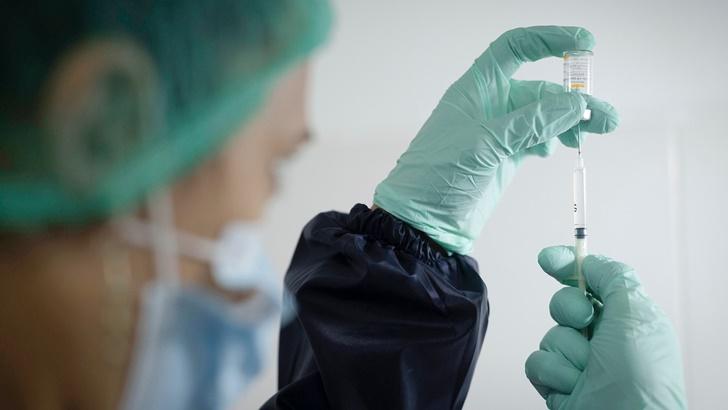 ¿Qué puede hacer y qué no la persona que ya recibió las dos dosis de la vacuna contra el covid-19? Despejamos dudas con la vacunóloga Mónica Pujadas