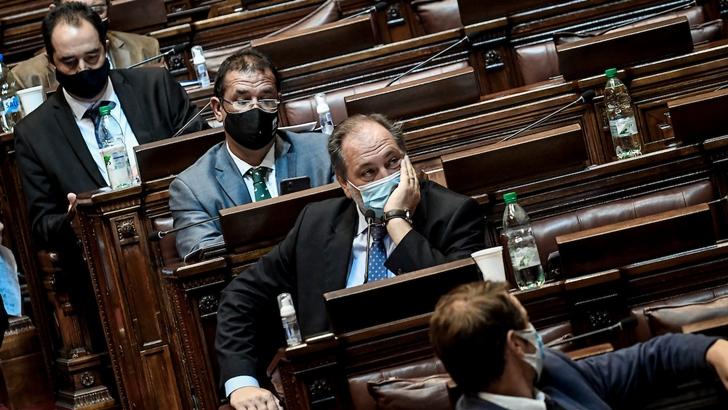 Parlamento aprobó nuevo impuesto a salarios públicos más altos