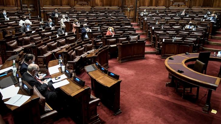 """Según encuesta de Ceres, el 61% de los legisladores se define como de """"izquierda o centroizquierda"""""""