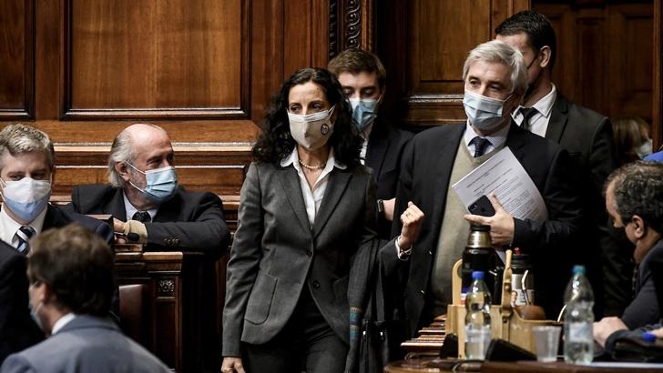 Oficialismo respaldó a Arbeleche en interpelación por exoneración tributaria a Alfie