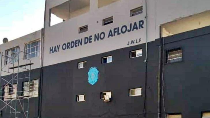 Policías pintaron frases de campaña de Larrañaga en dos edificios del Ministerio del Interior