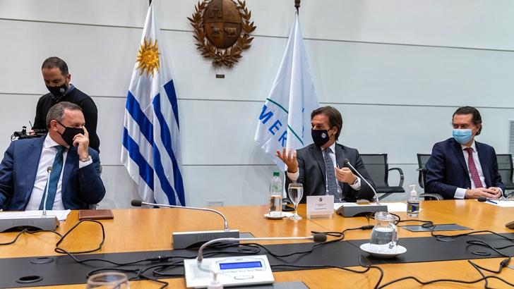 Lacalle Pou recibió a la comisión parlamentaria de seguimiento de covid-19