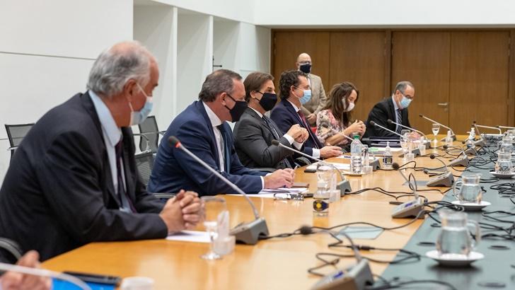 Daniel Olesker (FA) sobre reunión de la comisión de seguimiento de la pandemia con el Presidente: «No dejó nada; de las 24 medidas que propusimos, solo se tomó una»