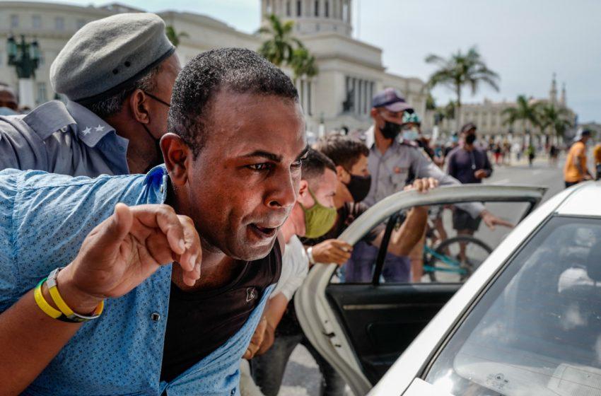 Cuba vive las protestas callejeras más masivas en décadas: «Nadie podía prever lo del domingo» pero «hace meses notábamos que la gente no podía más; que estaba harta»