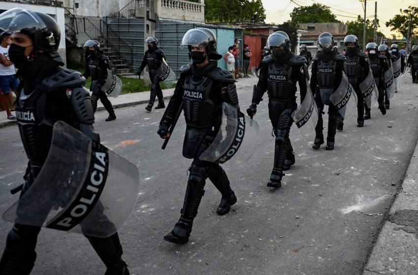 Protestas en Cuba dejan un muerto y un centenar de detenidos