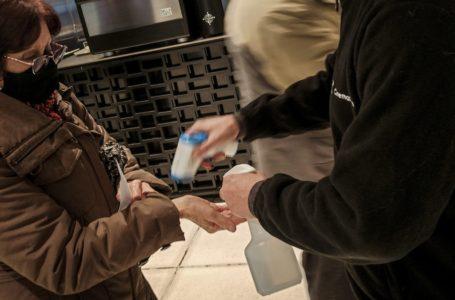 20210718/ Javier Calvelo – adhocFOTOS/ URUGUAY/ MONTEVIDEO/ Cinemateca  calle Bartolomé Mitre/ Tras el cierre de los cines y teatros por la pandemia de Covid-19 los cines volvieron a la actividad con salas llenas pero con el 30 % de aforo permitido.  En la foto: Reapertura de las salas de Cinemateca Uruguaya en la Ciudad Vieja de Montevideo.  Foto: Javier Calvelo / adhocFOTOS