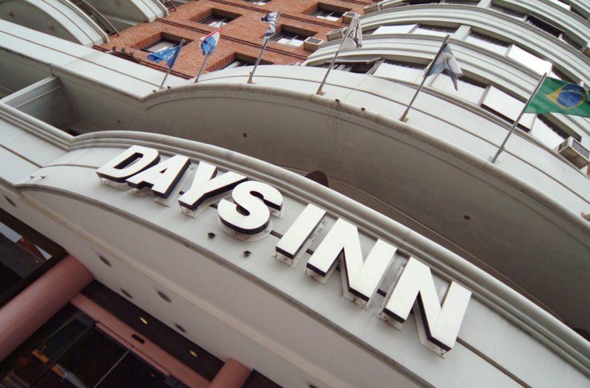 Days Inn Montevideo exige vacunación completa contra covid-19 para hospedar a mayores de 18 años: «Se tomó viendo lo que ocurre en otros hoteles de distintas partes del mundo», dice su directora