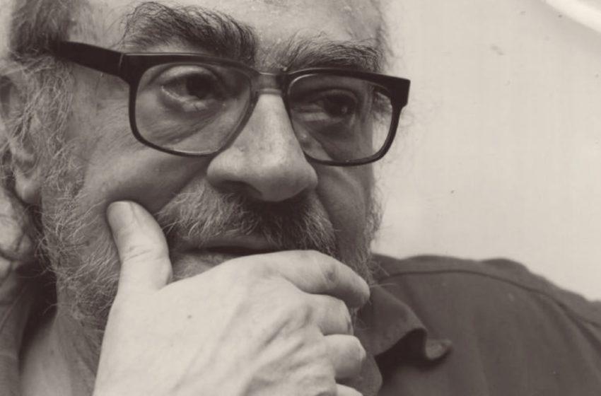 Federico abrió 'La novela luminosa' y se encontró con varias cartas